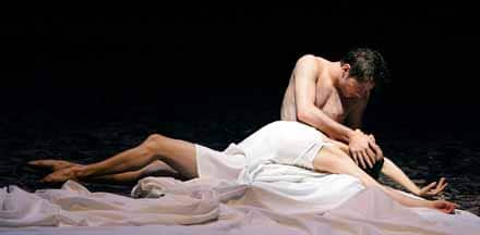 staatstheater am gärtnerplatz tanz theater münchen ch. h.paar Maida Kasarian als Julia, Mauro de Candia als Romeo