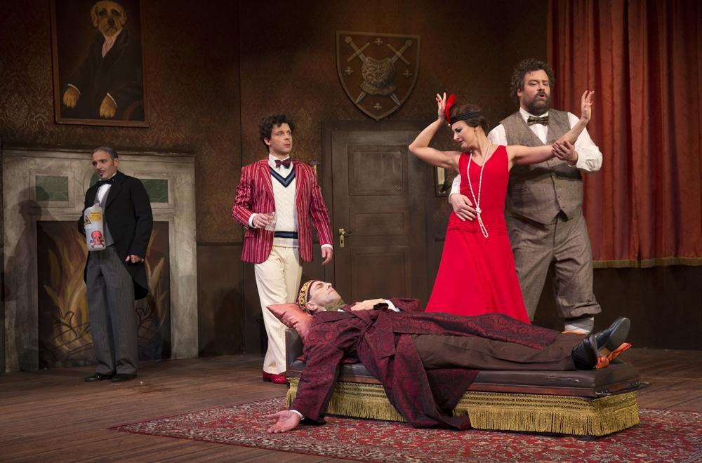 "Szene aus dem Stück ""Mord auf Schloss Haversham"""