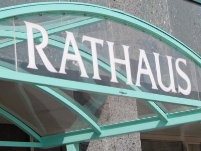 Schriftzug Rathaus