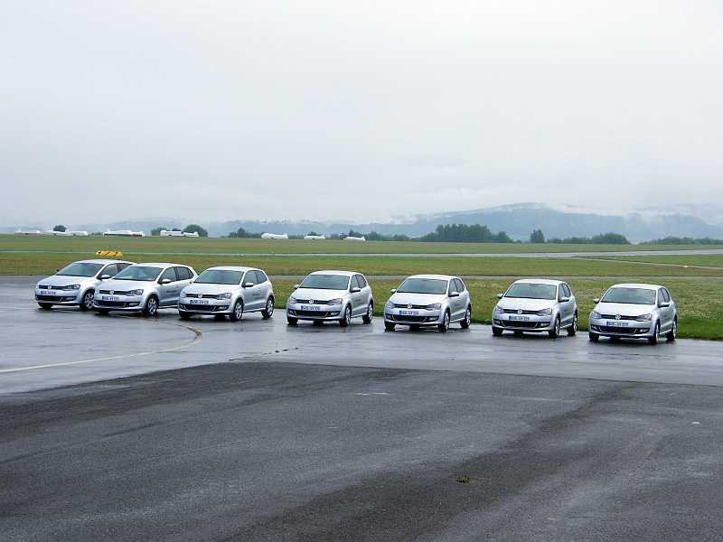 Autos am Flugplatz