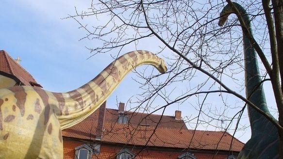 Dinosaurier vor dem Urweltmuseum Oberfranken