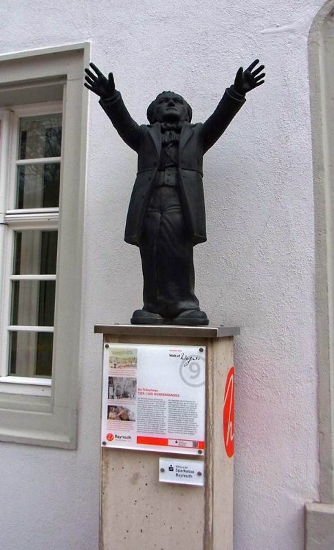 Walk of Wagner Statue