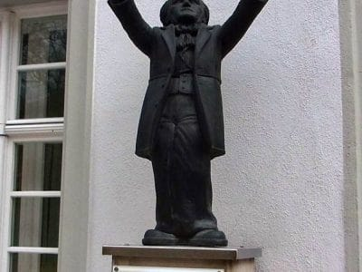 Walk of Wagner Statue