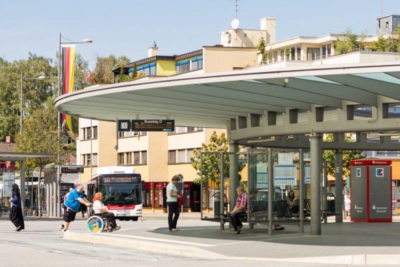 Die Zentrale Omnibus-Haltestelle in Bayreuth.