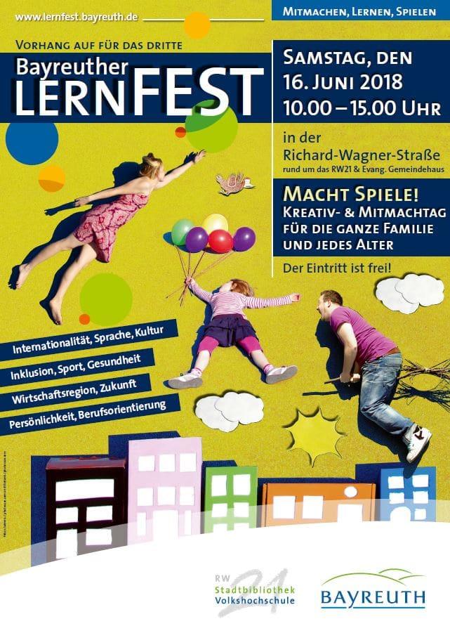Kinder und Erwachsene mit Luftballons, Besen, Häusern, Aktionen