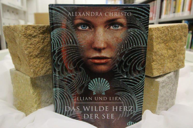 """Buch """"Das wilde Herz der See""""dekoriert"""
