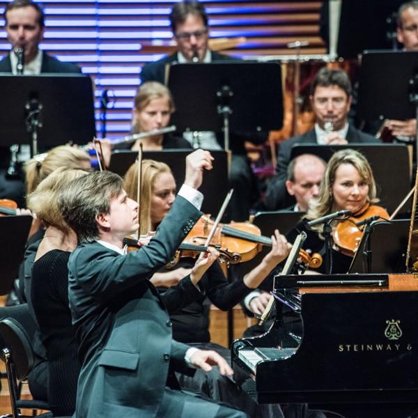 """Der Preisträger des Internationalen Franz-Liszt-Klavier-Wettbewerbes Weimar-Bayreuth von 2915, Alexey Sychev, spielt im Rahmen der """"European Liszt Night"""" am 3. November im Richard-Wagner-Saal der Musikschule Bayreuth. Foto: Maik Schuk"""