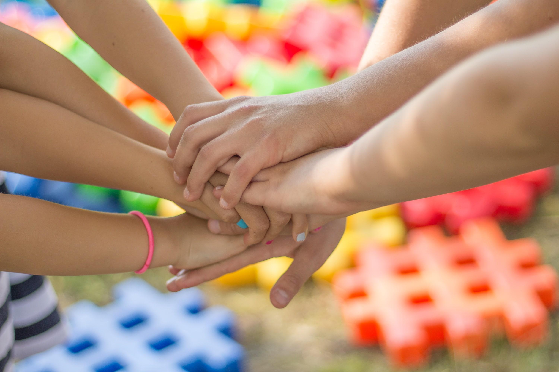Mit Teamwork vorankommen in der Wirtschaftsakademie. © Pixabay