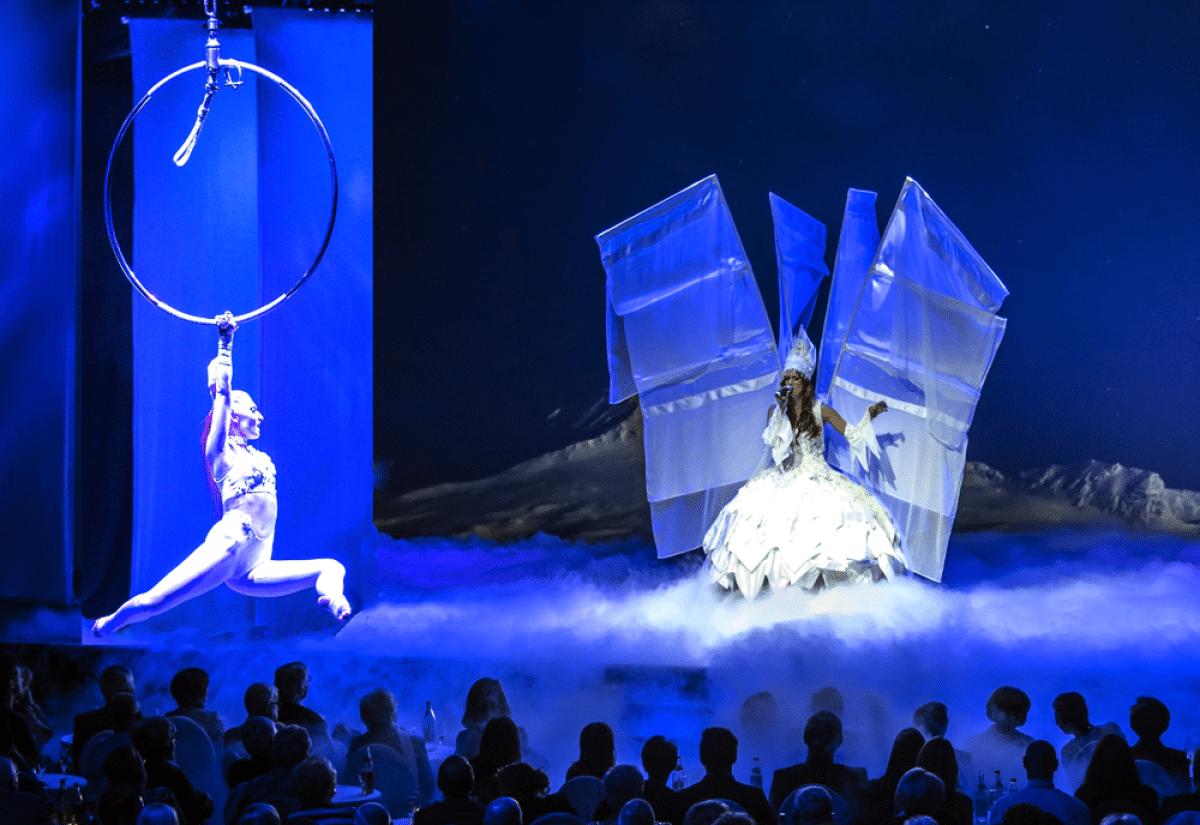 Die Showgruppe Oksana gehört zum Rahmenprogramm beim Ball der Stadt Bayreuth 2019 in der Oberfrankenhalle.