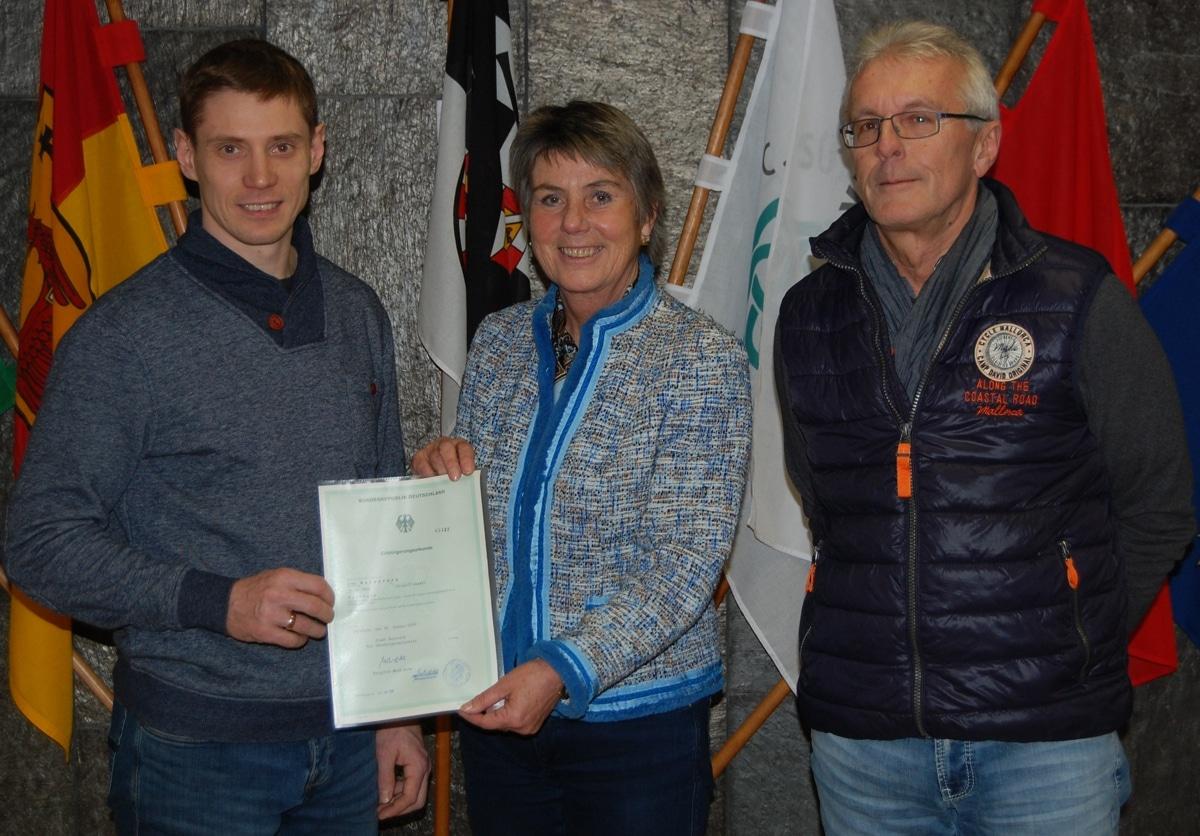 Ivan Koložváry, Oberbürgermeisterin Brigitte Merk-Erbe und Matthias Wendel, Geschäftsführer der Bayreuth Tigers Eishockey GmbH (von links)