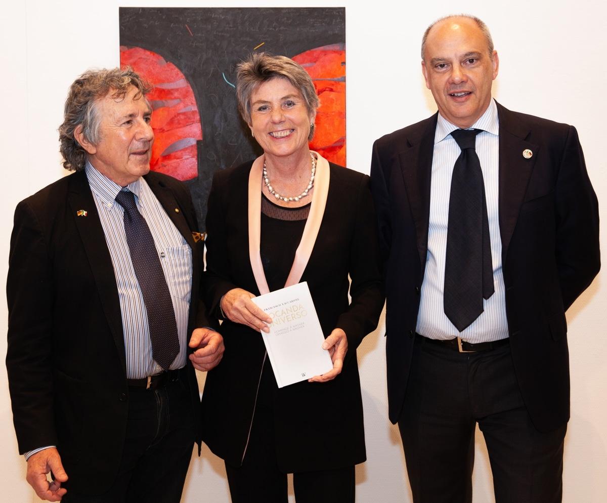 Oberbürgermeisterin Brigitte Merk-Erbe konnte zur Vernissage auch den Künstler Francesco Vaccarone (links) und La Spezias Referent für Kultur und internationale Beziehungen Paolo Asti begrüßen.