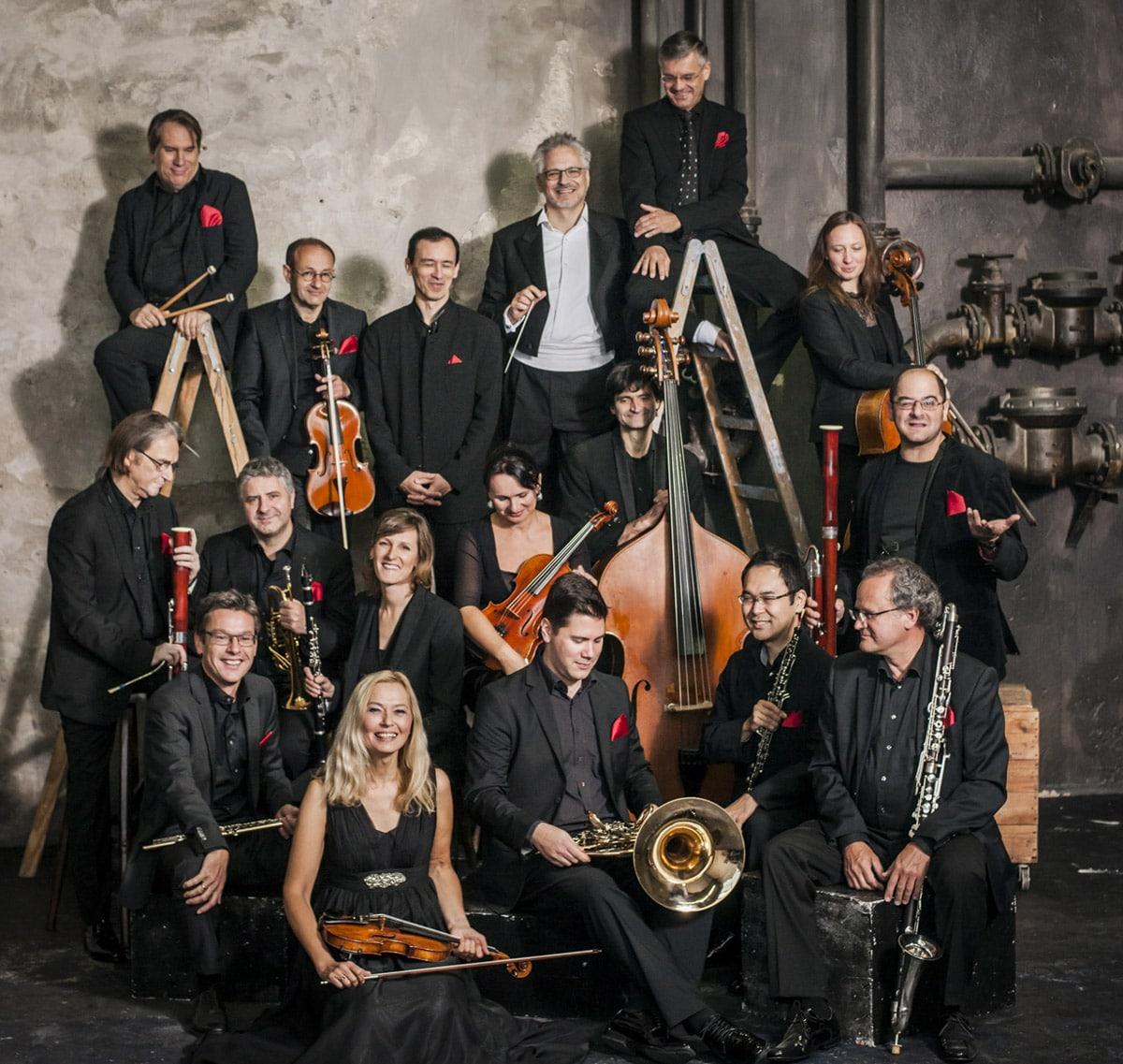 """Die """"taschenphilharmonie"""" aus München spielt am 28. Juni auf dem Stadtparkett in Bayreuth im Rahmen des Sparda-Bank Klassik Open Air 2019.   Foto: Sammy Hart"""