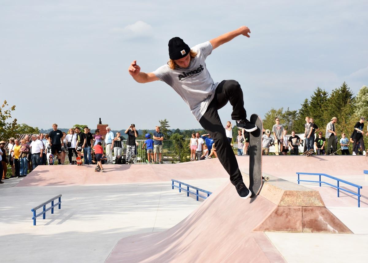 Skateboardfahrer in Aktion.