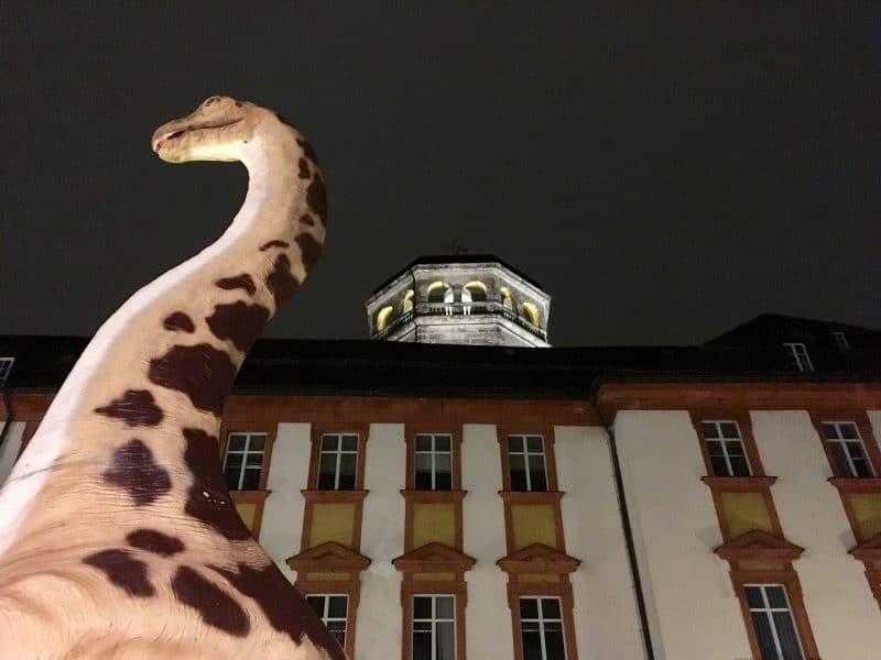 Dino mit Schlosskirchenturm