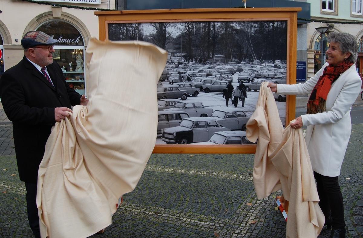 OB Merk-Erbe und OB Reichl enthüllen eine Fototafel