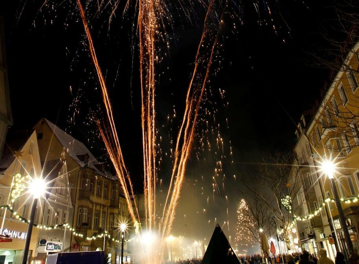 Für das Abbrennen von Feuerwerkskörpern an Silvester und Neujahr gilt in Teilen der Bayreuther Innenstadt erstmals ein Verbot. | Foto: Peter Kolb