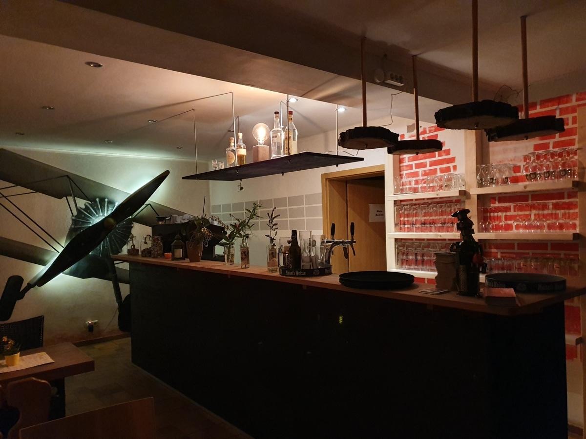 Blick auf die Bar der Gaststätte