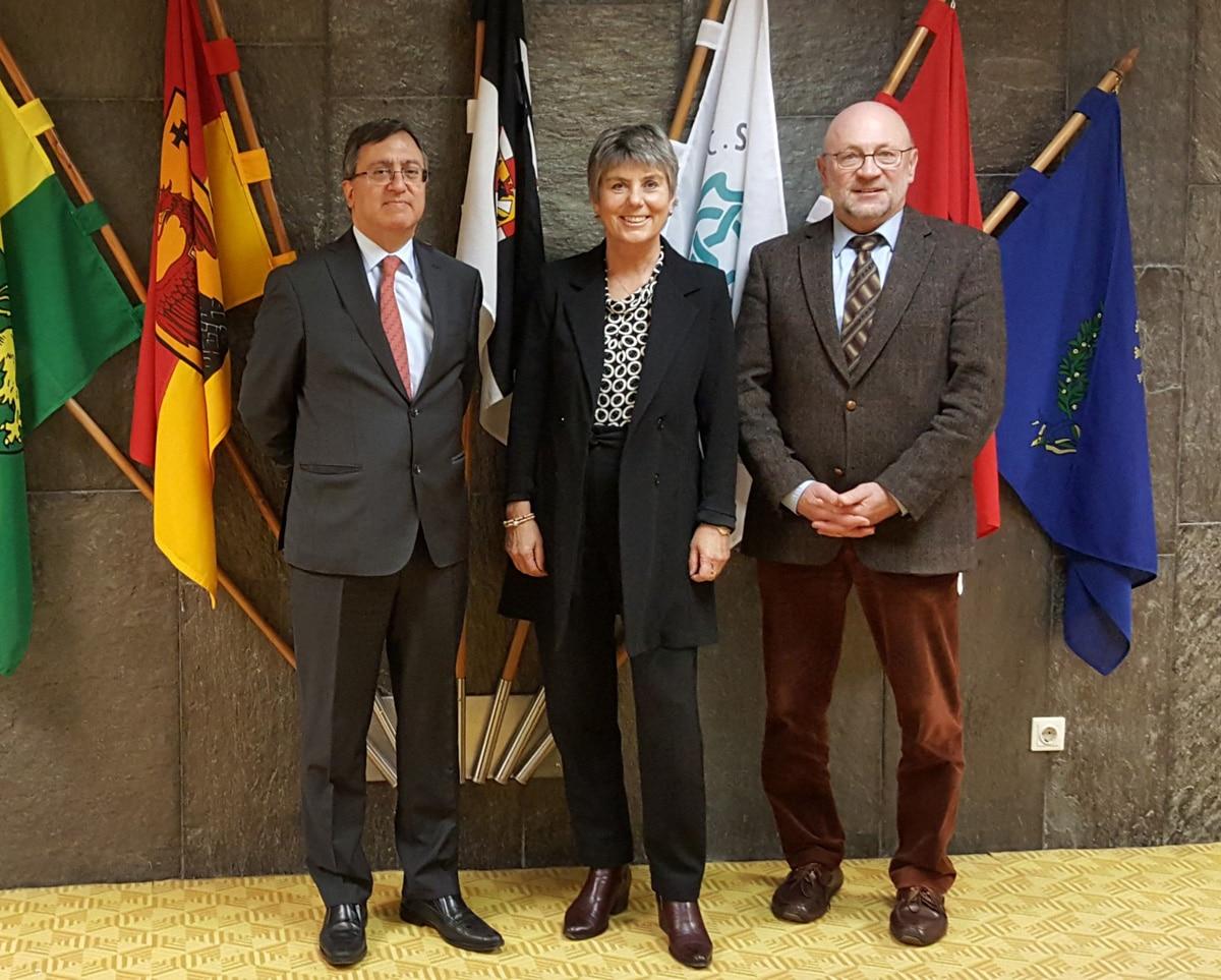 Generalkonsul Sedar Deniz (links), Oberbürgermeisterin Brigitte Merk-Erbe und der Leiter des Hauptamtes, Rainer Sack.   Foto: Stadt Bayreuth