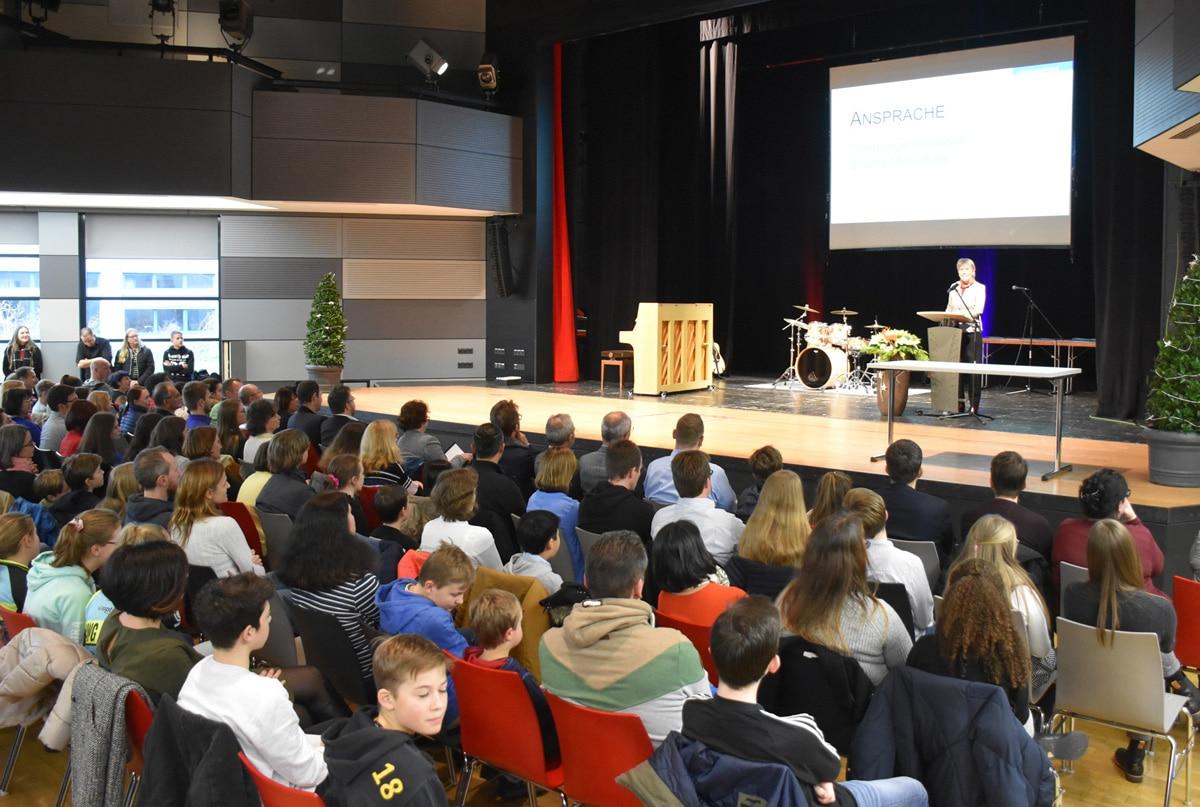 230 Jugendliche aus Stadt und Landkreis Bayreuth wurden bei der diesjährigen Jugendehrung im Europasaal des ZENTRUM für ihre Leistungen bei verschiedenen Wettbewerben ausgezeichnet. | Foto: Andreas Türk