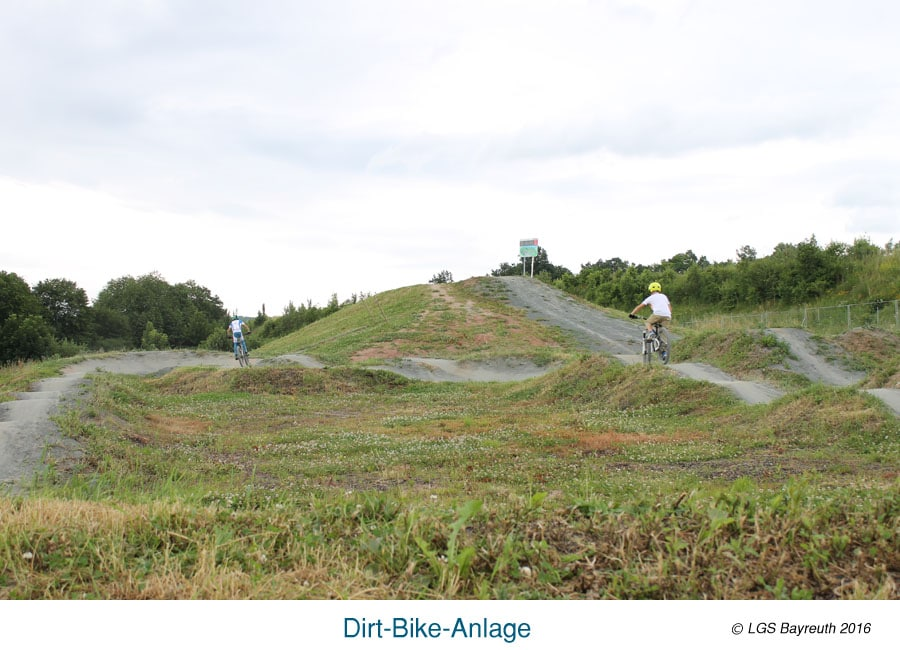 Dirt-Bike-Anlage