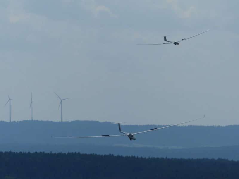 2 Segelflieger am Himmel