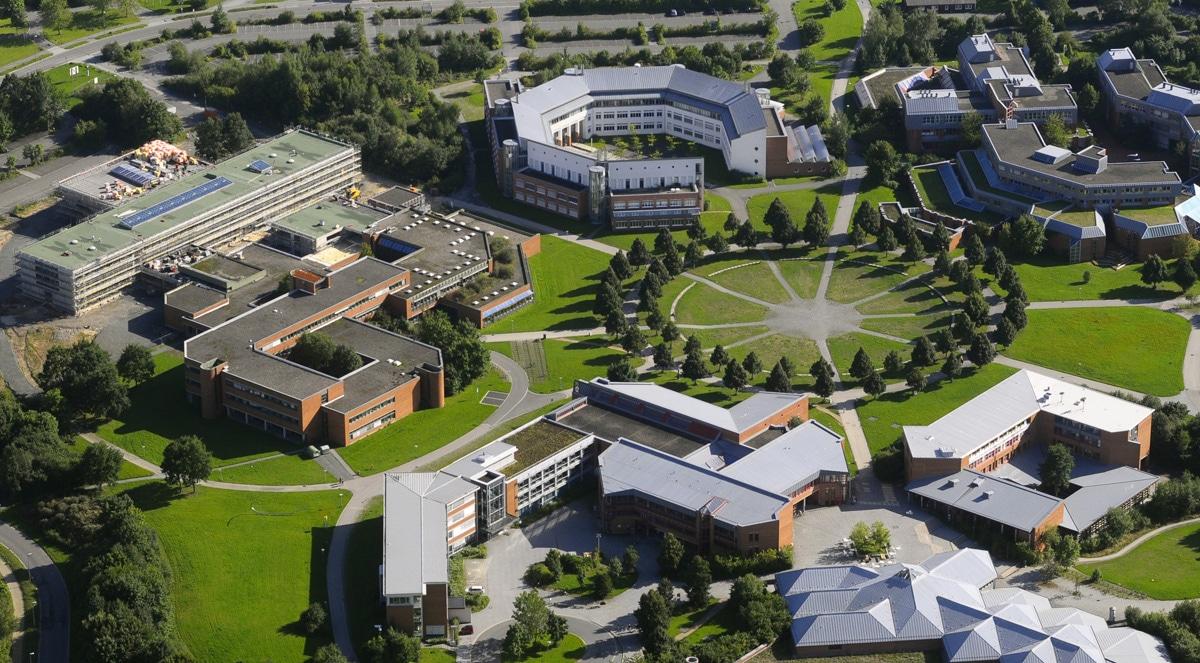 Der Campus der Universität Bayreuth aus der Luft.