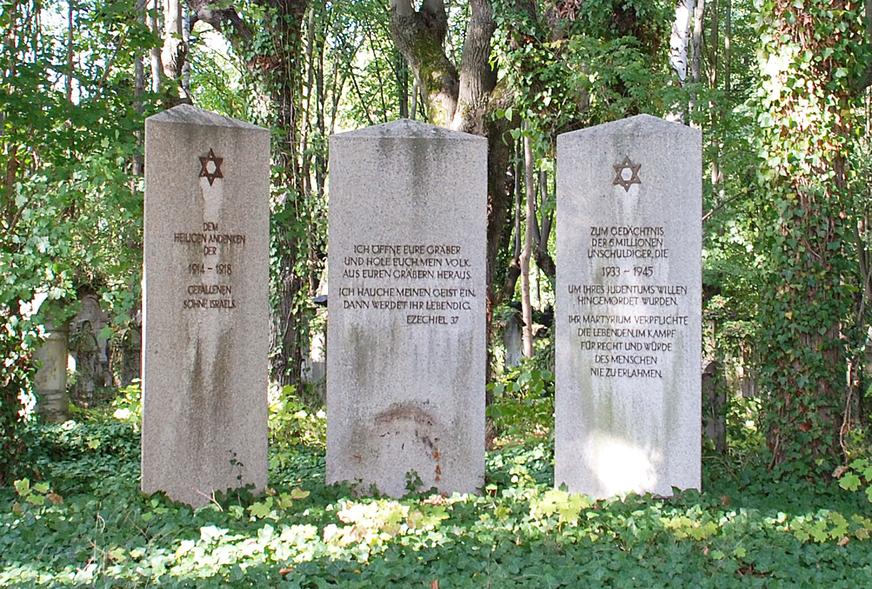 Gedenkstelen für die jüdischen Opfer auf dem jüdischen Friedhof Bayreuth, Nürnberger Straße