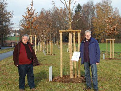 OB Ebersberger und Robert Pfeifer beim Weg der Artenvielfalt