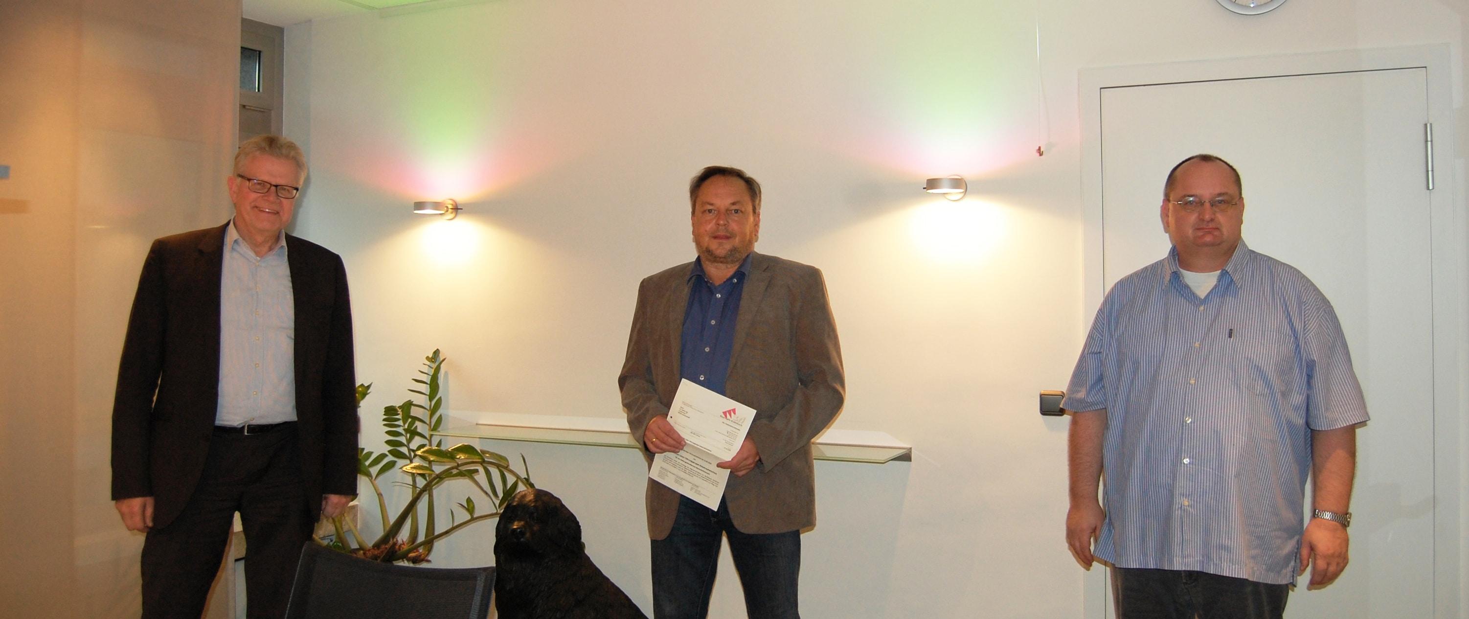 Unser Bild zeigt (von links): Oberbürgermeister Thomas Ebersberger, Dr. Stefan Eigl und Wolfgang Zwack (Geschäftsleiter des Zweckverbands für Rettungsdienst und Feuerwehralarmierung Bayreuth/Kulmbach).