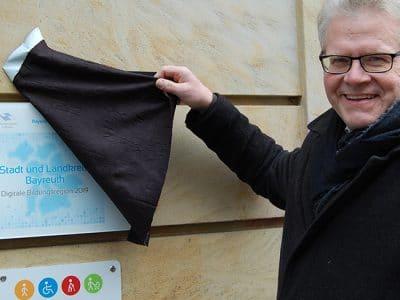 OB Thomas Ebersberger enthüllt das Siegel