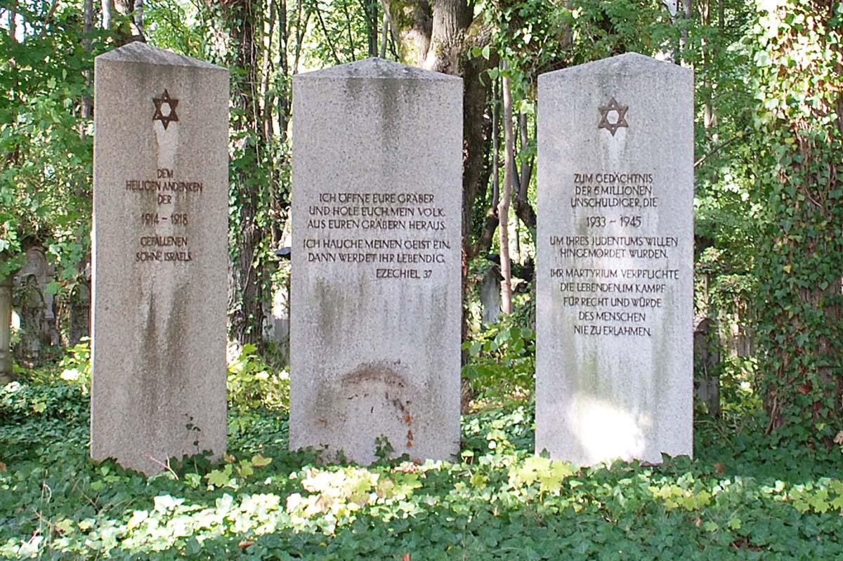 Gedenksteine auf dem Jüdischen Friedhof