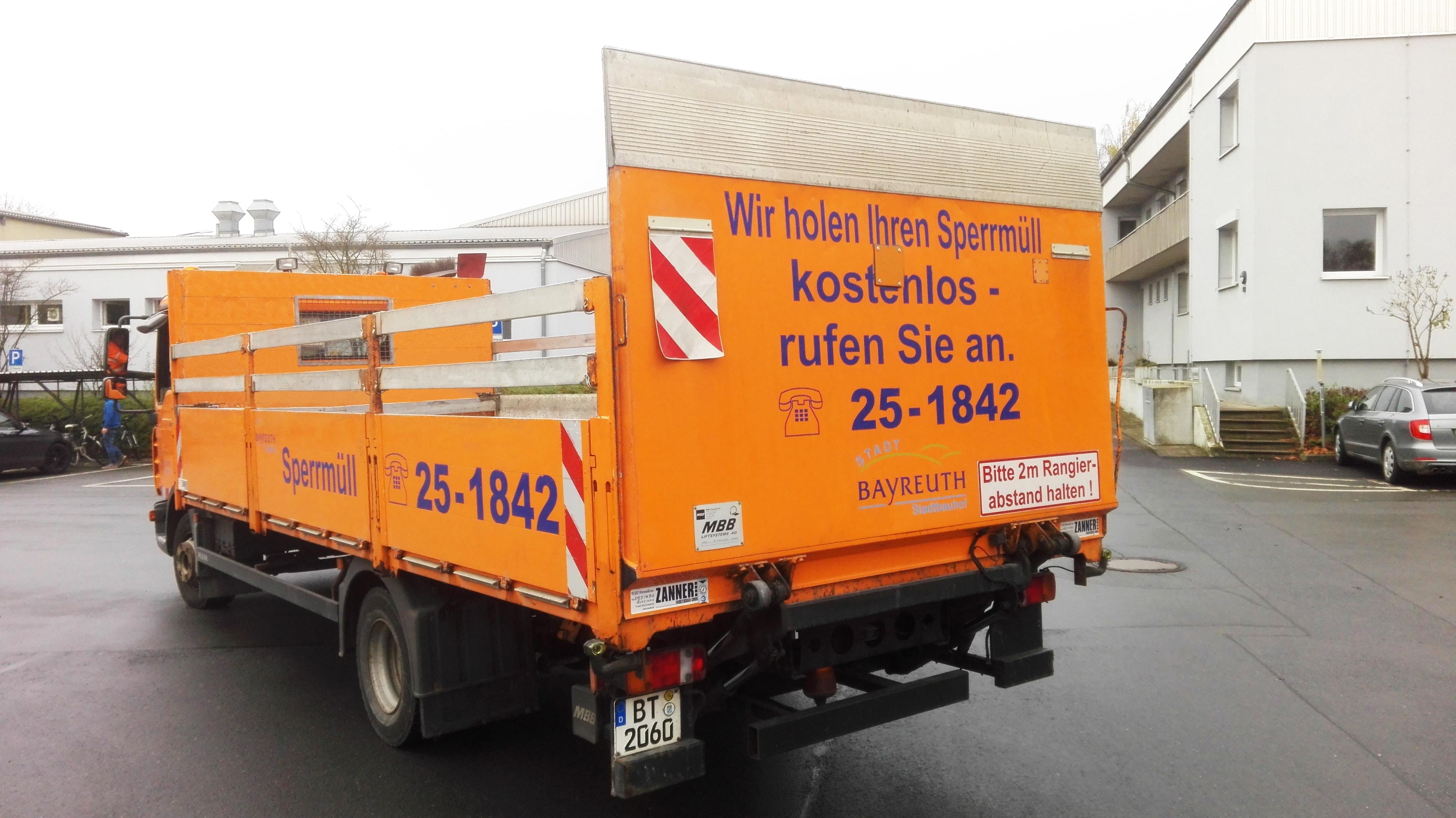 Fahrzeug der Sperrmüllabfuhr.