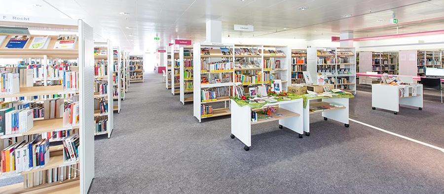 RW21 Stadtbibliothek – Innenansicht Bücherregale