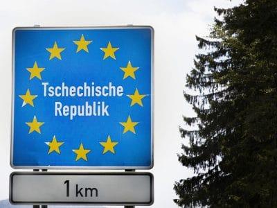Blaues Grenzschild Tschechische Republik.