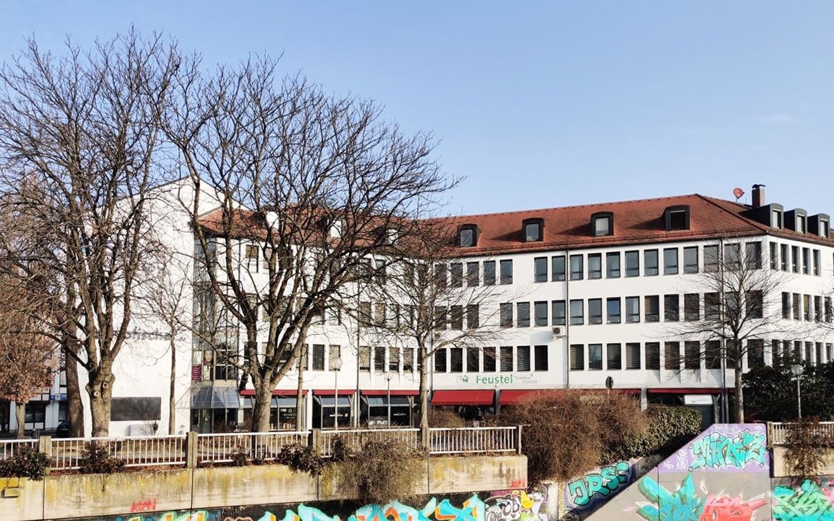 Blick auf das Gebäude Mainstraße 5.