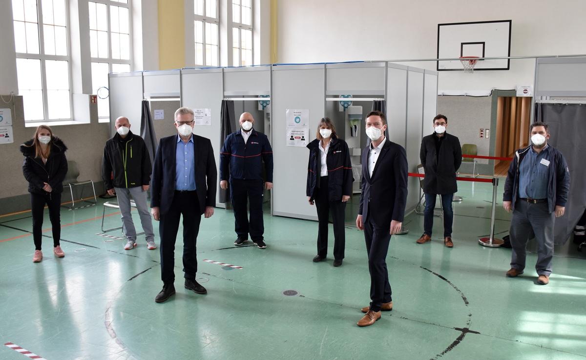 OB Ebersberger und Landrat Wiedemann im Impfzentrum in der Stadtbadturnhalle. | Foto: Andreas Türk