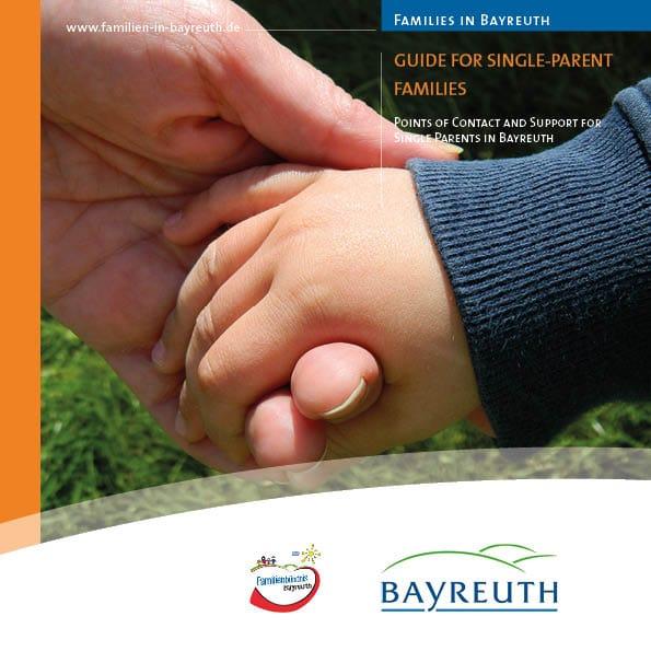 Das Cover der Broschüre die Hand eines Erwachsenen, die eine Kinderhand hält.