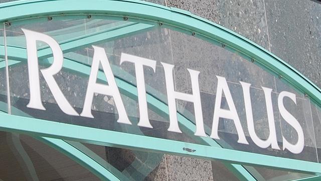 Rathaus-Schriftzug